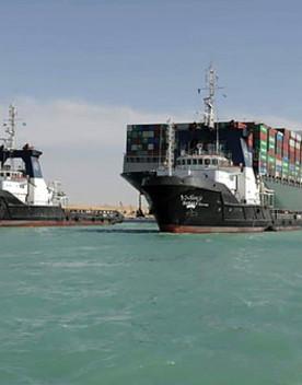 I lavori per allargare il canale di Suez dopo il blocco della Ever Given