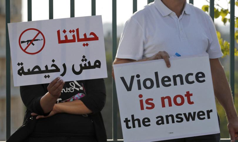 arabi ebrei insieme piazza israele no violenze
