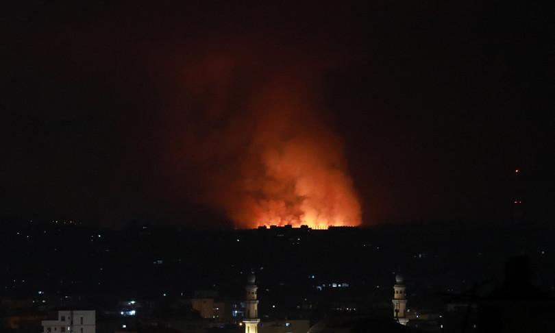 medio oriente notte raid gaza spiragli cessate fuoco