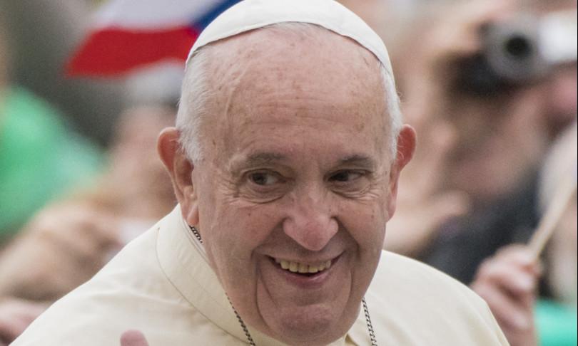 Papa Francesco esalta calcio giocato con palla stracci