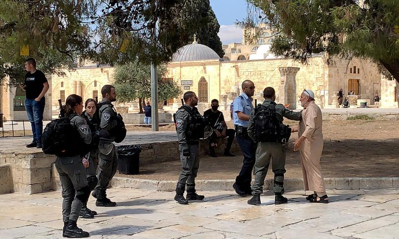 gerusalemme spianata delle moschee palestinesi giovani