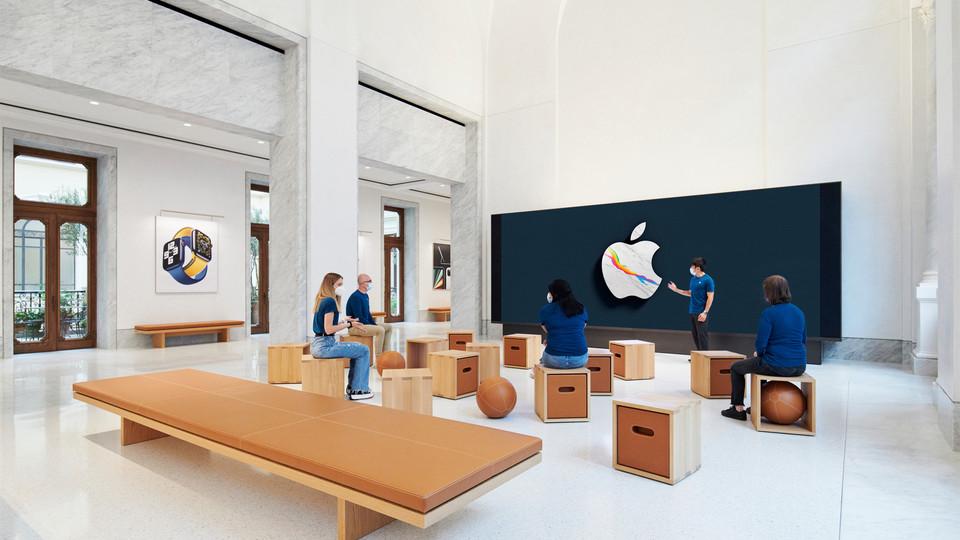 Il nuovo Apple store in via del Corso