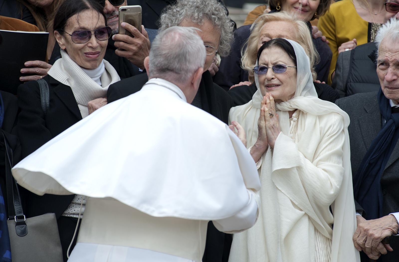 Carla Fracci con Papa Francesco nell'aprile del 2017