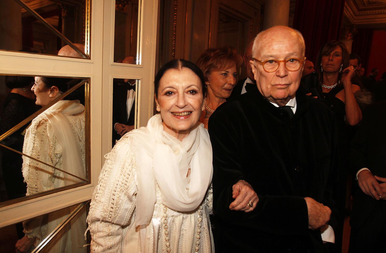 Carla Fracci con il marito Beppe Menegatti alla prima della Scala del 2013