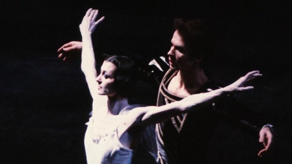 Carla Fracci interpreta 'Giselle' con Rudolf Nureyev a Firenze