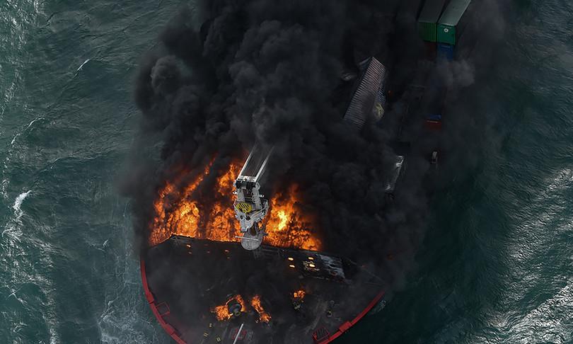 portacontainer incendiosri lanka rischiadi spezzarsi