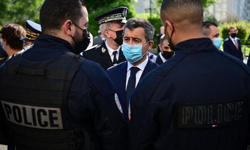 Poliziotta accoltellata vicino Nantesuomo fuga