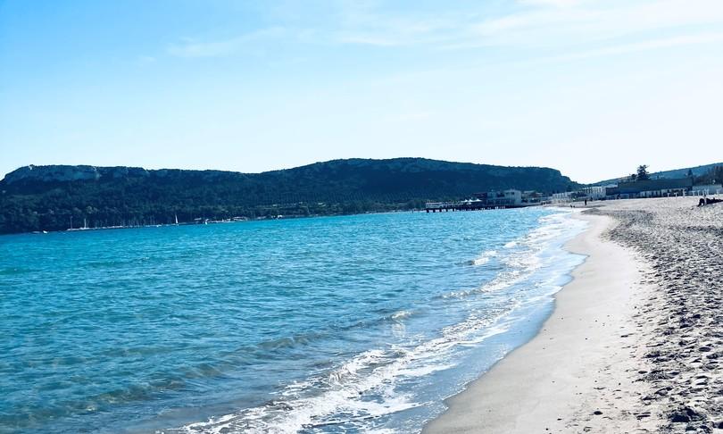 Movida spiagge Cagliari Poettoalcol fumo Sardegna