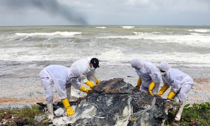 sri lanka fiamme nave disastro ambientale