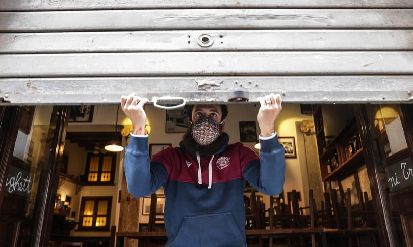 covid riaprono locali chiuso stadi