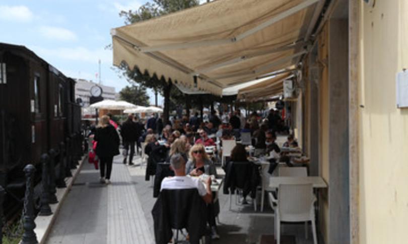 ristoranti triplicati posti a sedere caostavolate