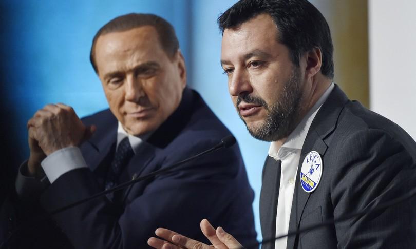 Federazione centrodestra Salvini chi dice si chi sfila