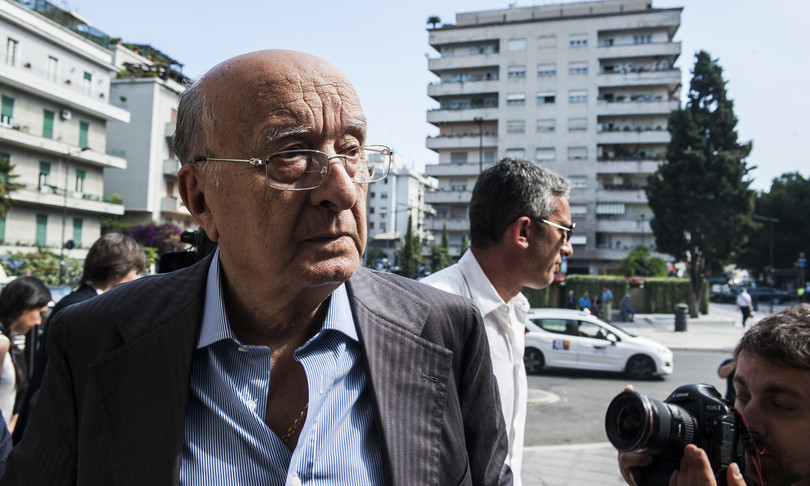 Ciriaco De Mita litiga con avversari politici