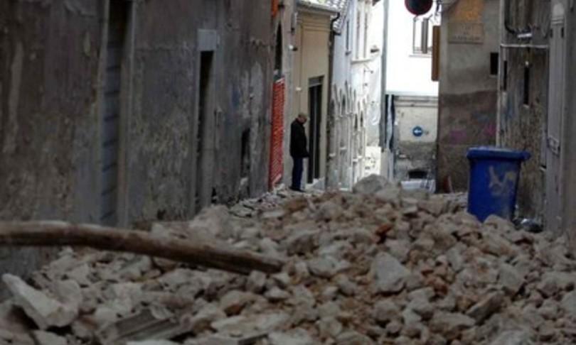 L'Aquila terremoto condannato ex preside risarcimento