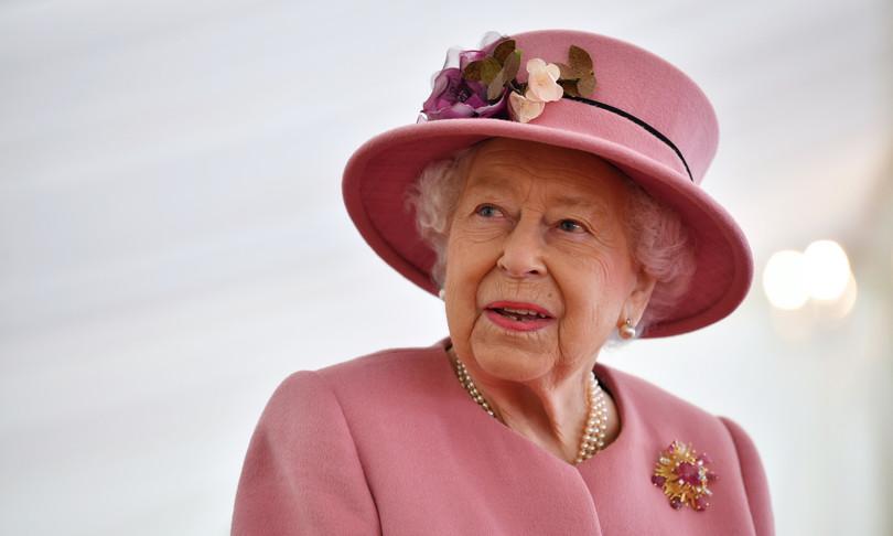 college oxford rimuove ritratto regina