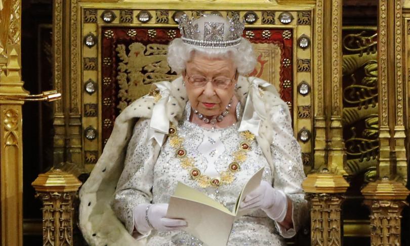 foto regina rimossa oxford polemica cancel culture