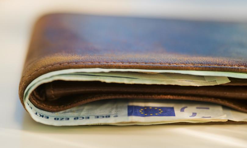 Studenti trovano restituiscono portafoglio con 1000 euro