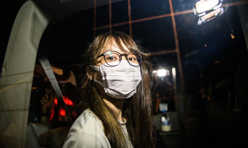 Hong Kong libera attivista pro-democrazia Chow