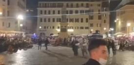Gli scontri a Campo de' Fiori con lanci di bottiglie dopo Italia-Turchia