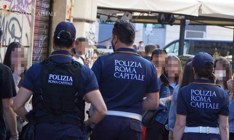 Roma uomo barricato in casa per evitare sfratto