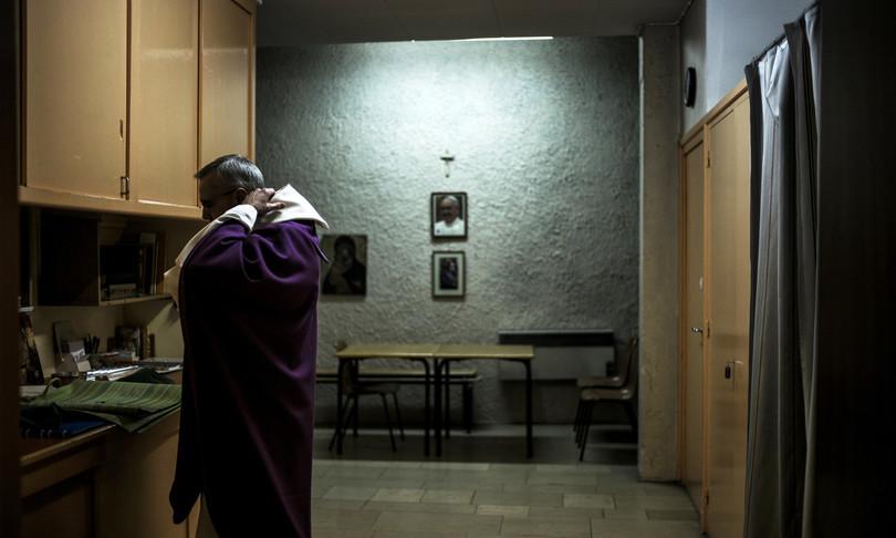 vescovo sostituisce parroco carlantino
