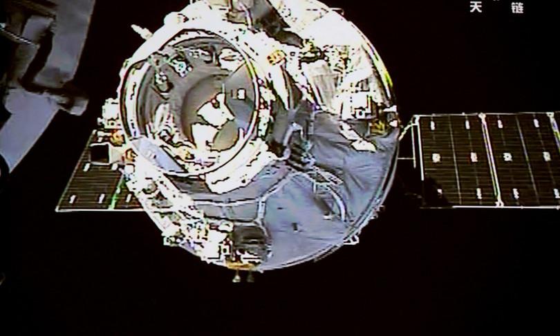 tra astronauti cinesi verso stazione spaziale tiangong