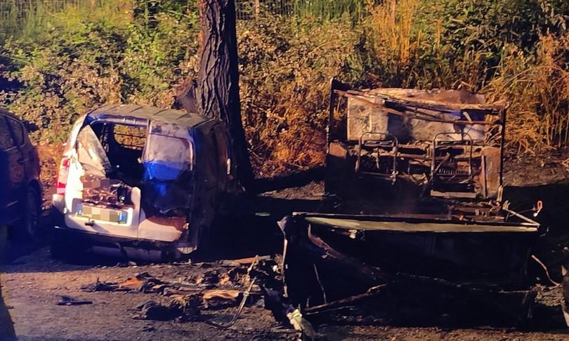 camper esplode roma fiamme minacciano monte ciocci