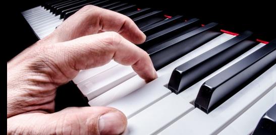 Il pianista che sogna una seconda vita grazie alla legge Bacchelli