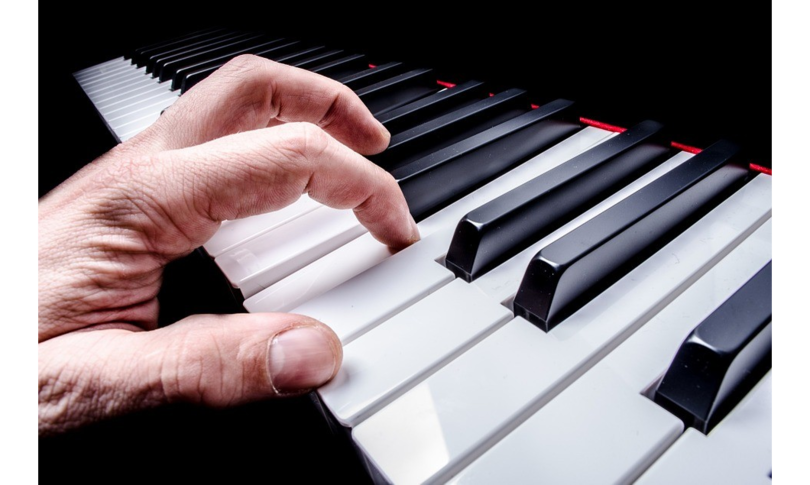 pianista sogna seconda vita legge Bacchelli