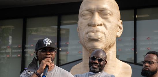 Inaugurato a New York un busto di George Floyd