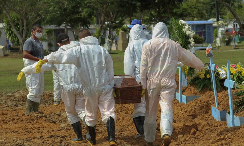Covid Brasile supera mezzo milione morti