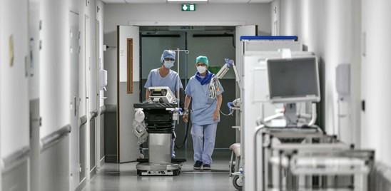 Covid: in Italia meno di mille casi e 17 morti, positività allo 0,6%
