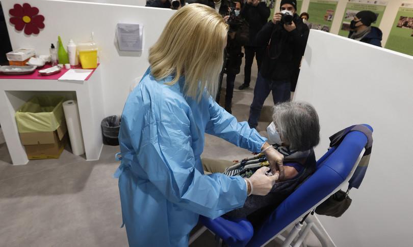vaccino covid sedici milioni italiani completano ciclo