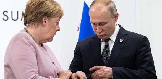 Francia e Germania propongono un summit con Putin ma spaccano l'Ue
