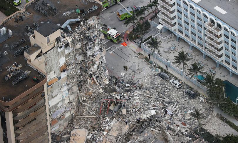 Crolla palazzo 12 piani Miami morti 99 dispersi