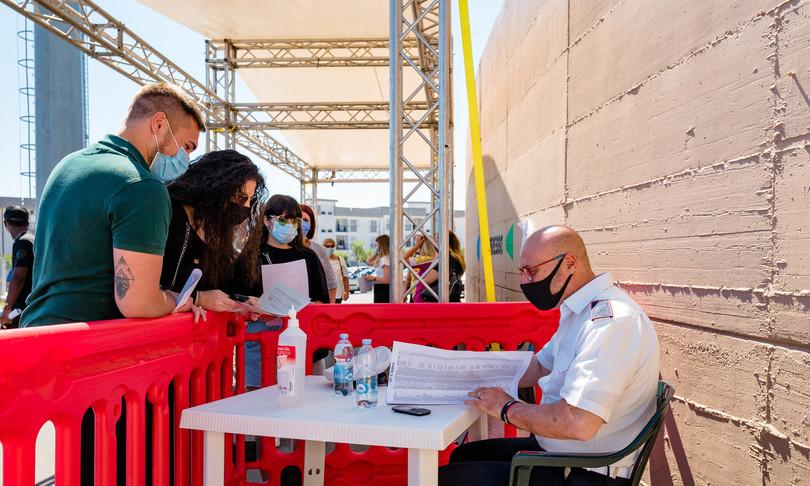 sei italiani su 10 pronti a sopostare le vacanze per il vaccino