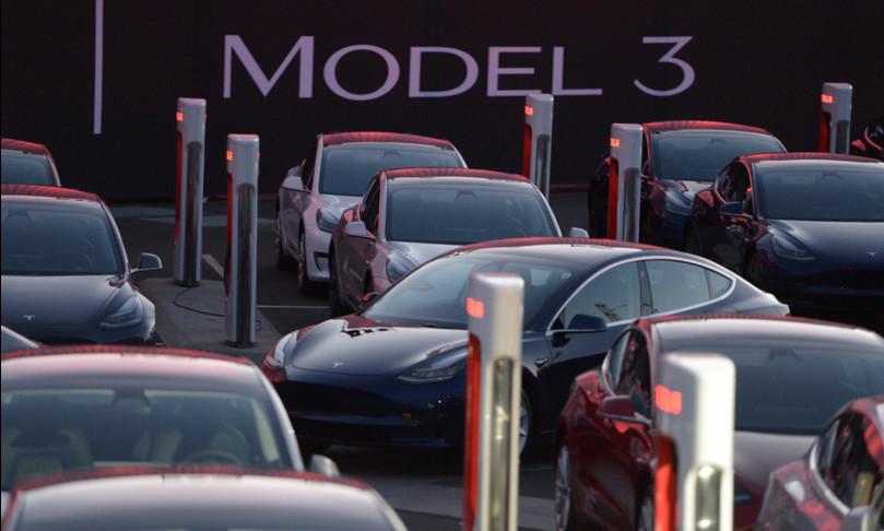 tesla ritira auto mercato cinese