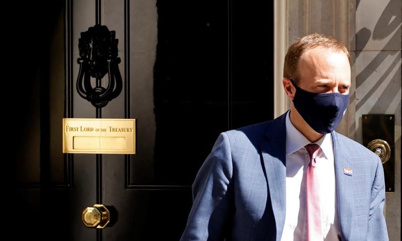 gb bacio scandalo dimissioni ministro hancock