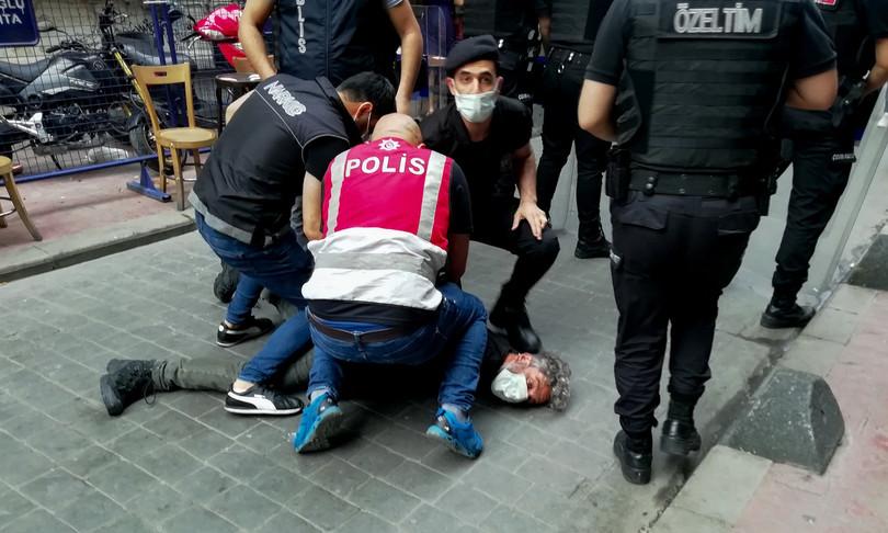 turchia fotografo afp denuncia arresto violento
