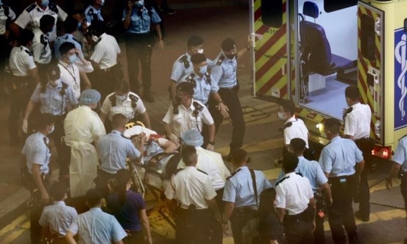 Hong Kong accoltellato agente suicida aggressore