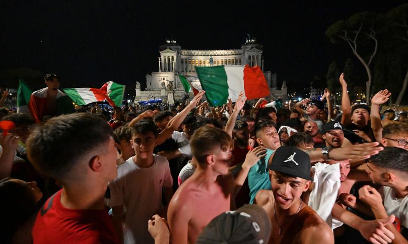 festa caroselli cori italia finale euro 2020