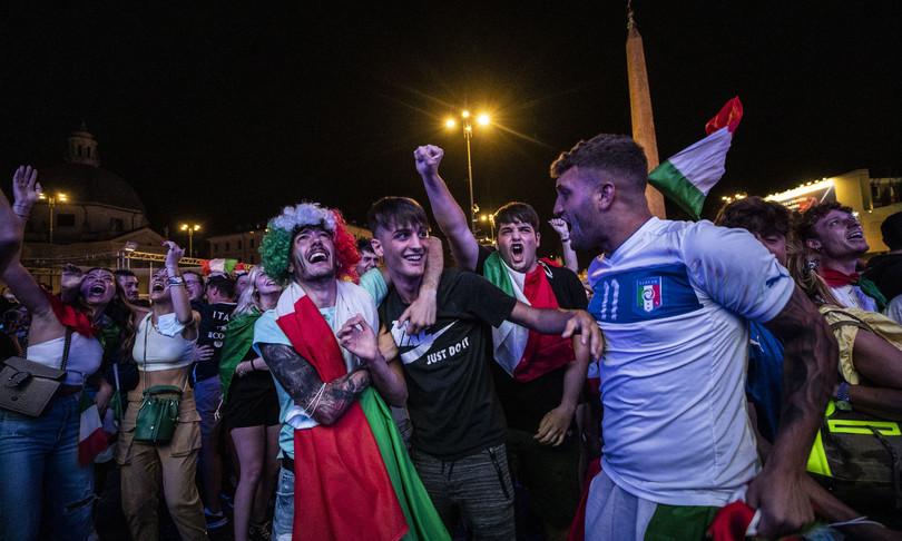 avellino spari festeggiamenti italia feriti padre figlio