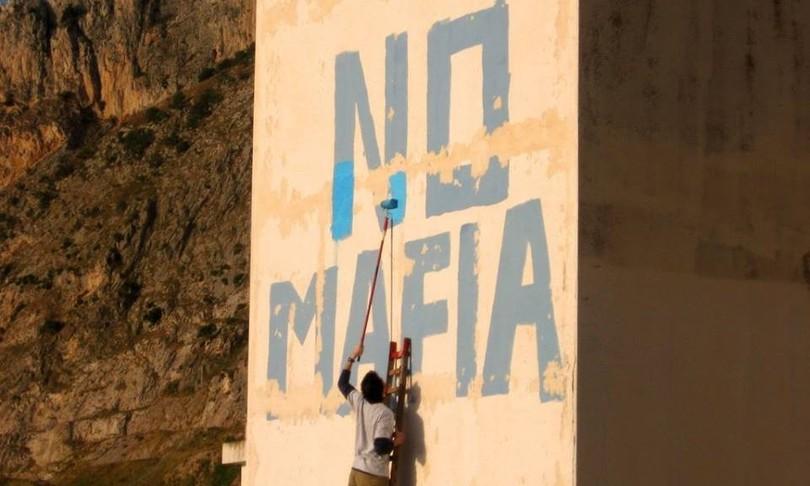 mafia a cinisi vietata vendita souvenir inneggianti clan e boss