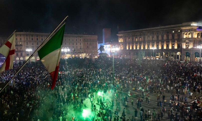 europei festeggiamenti milano 15 feriti tre gravi