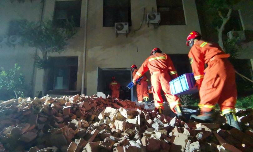 Cina almeno 8 morti crollo albergo Suzhou