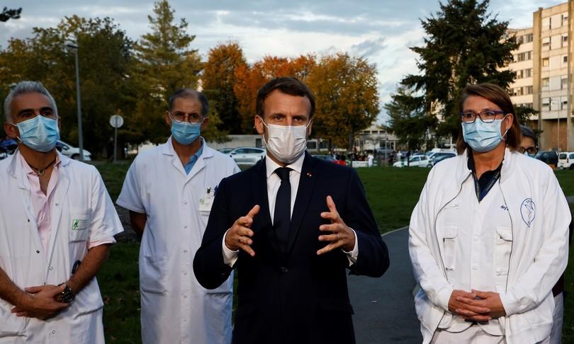 Dopo le restrizioni ai no-vax, boom di prenotazioni in Francia