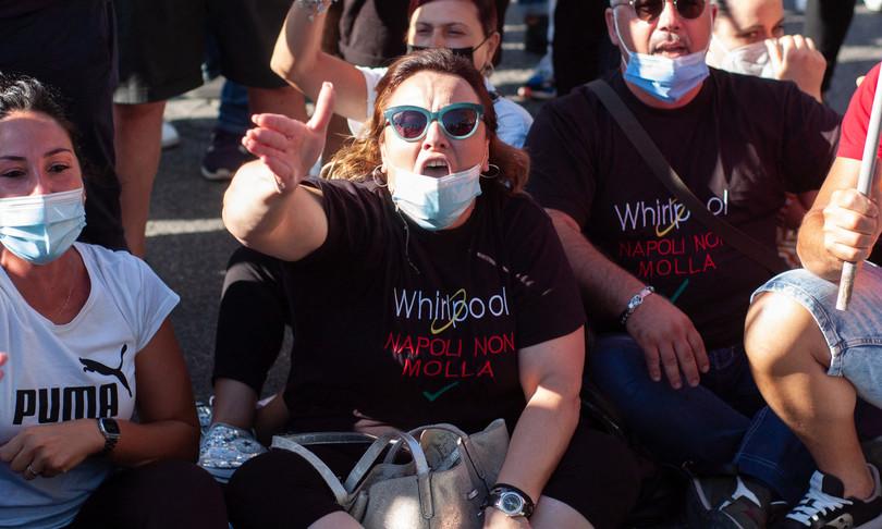 whirlpool proteste napoli bloccato aeroporto