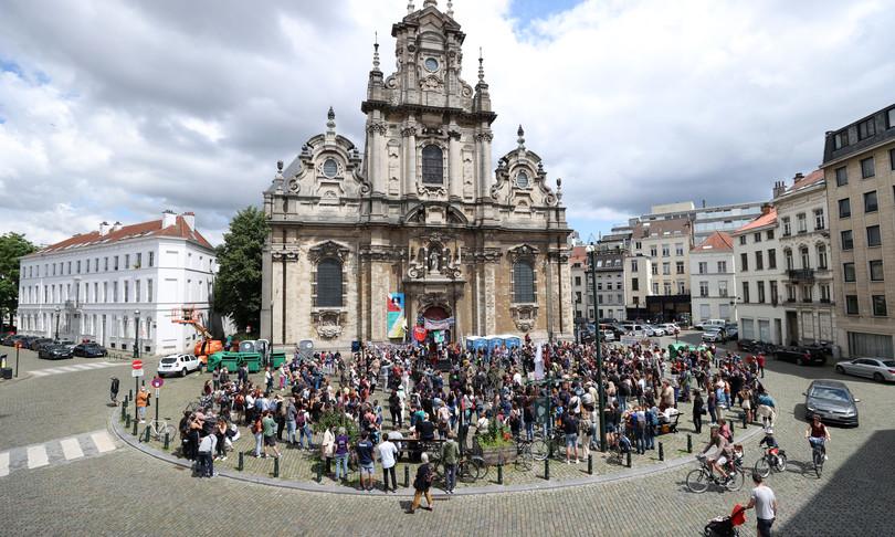 belgio chiesa occupata migranti irregolari