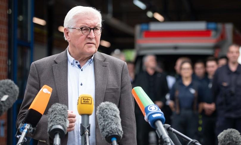 Germania Laschet ride luogo disastro video polemiche