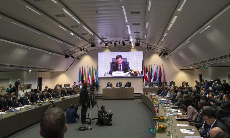OPEC meets to break the deadlock on oil